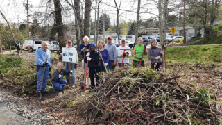 Clearing-work-party-4-9-18-with-Rotarians-845x475